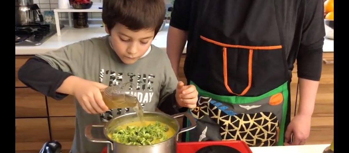 Kemik Sulu ve Zerdeçallı Brokoli Çorbası ile Bağışıklık Sistemimizi Güçlendirmeye